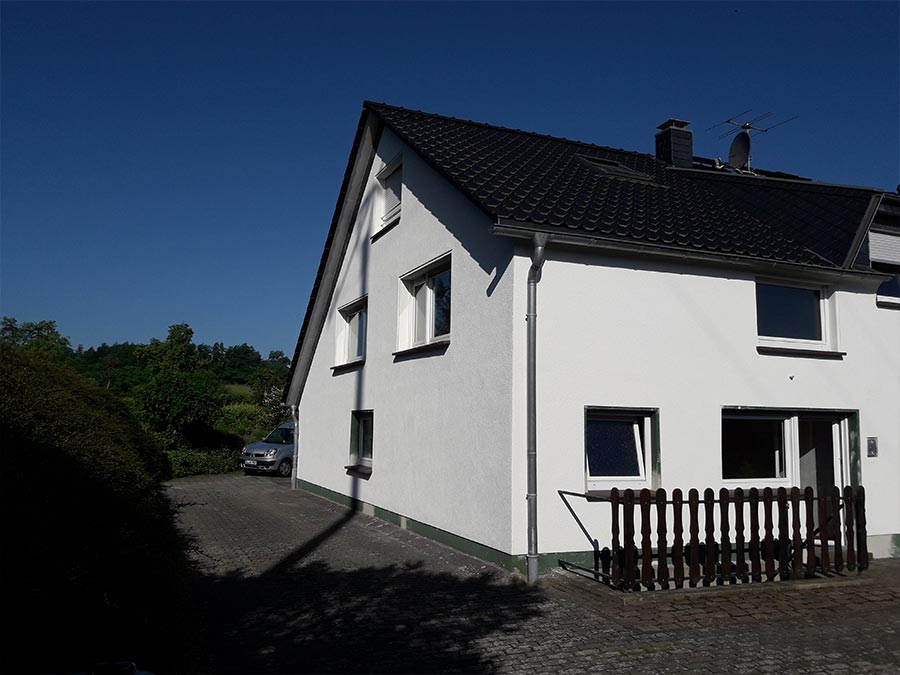 Verputztes Wohnhaus durch Stuckateur in Odenthal und Bergisch Gladbach